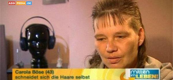 Carola Böse - Schneidet sich die Haare selbst
