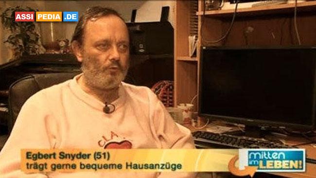Egbert Snyder - Trägt gerne bequeme Hausanzüge