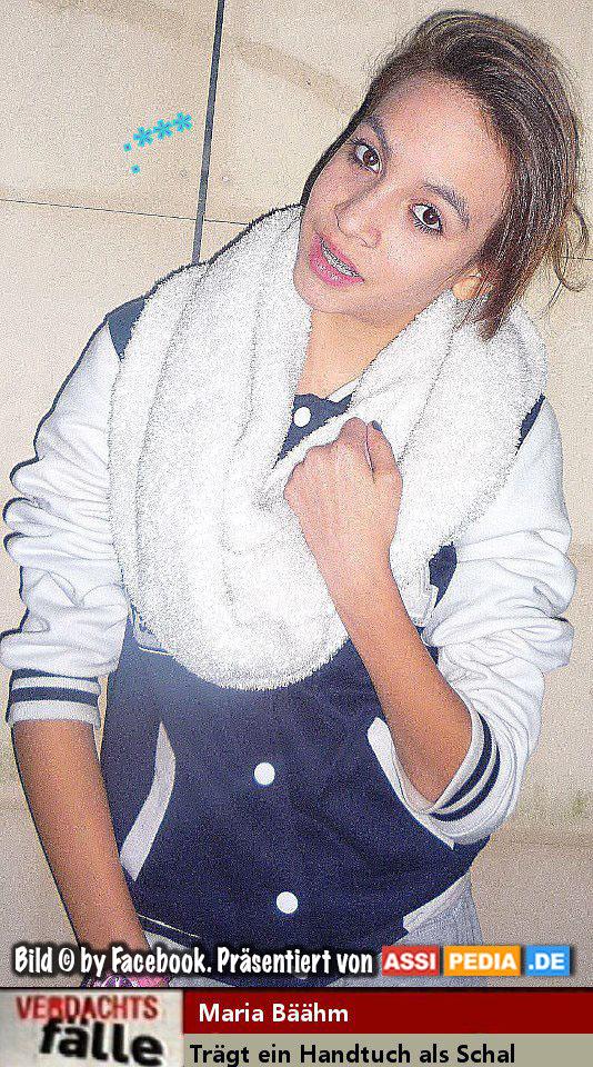 Maria Bäähm - Sie trägt ein Handtuch als Schal